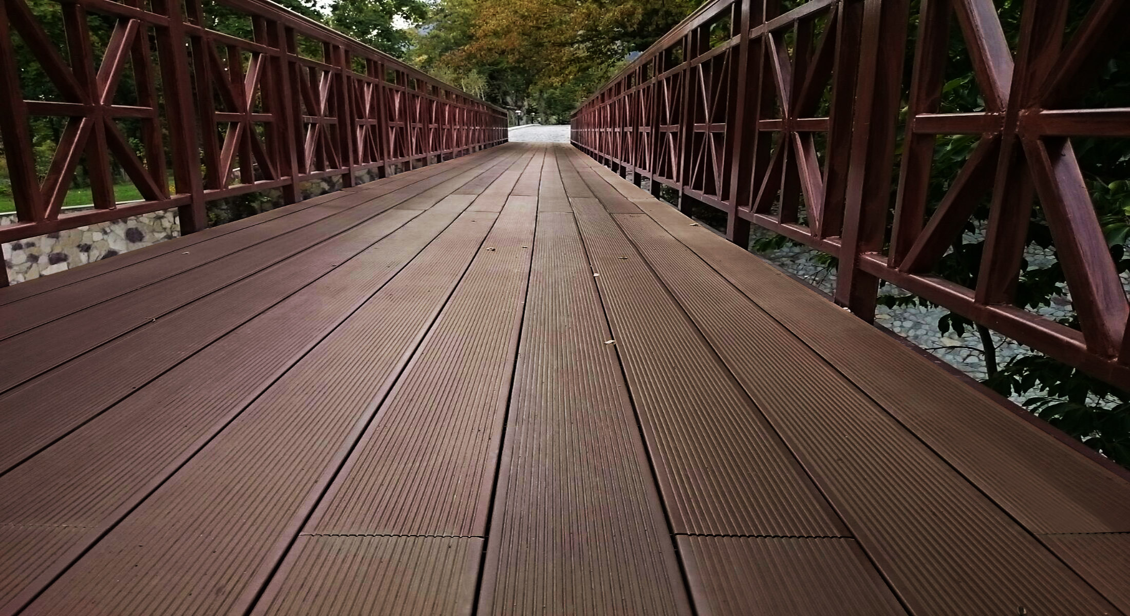 100 composite wood wood and composite decking pros and for Disadvantages of composite decking